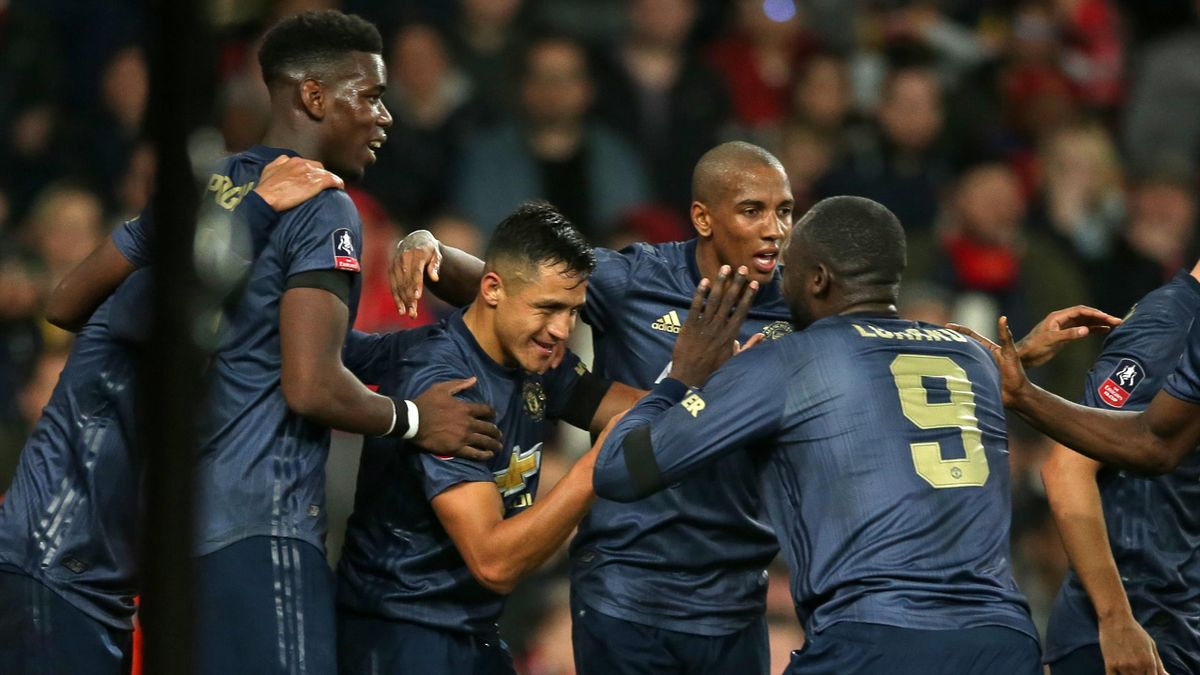Manchester United's Chilean striker Alexis Sanchez (C) celebrates with teammates after scoring the opening goal of the English FA Cup fourth round football match between Arsenal and Manchester United at the Emirates Stadium in London on January 25, 2019