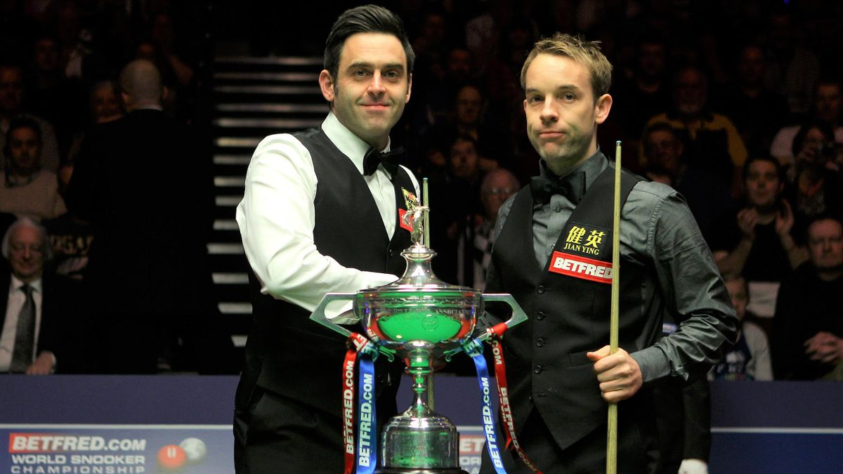 Ronnie O'Sullivan and Ali Carter in 2012.
