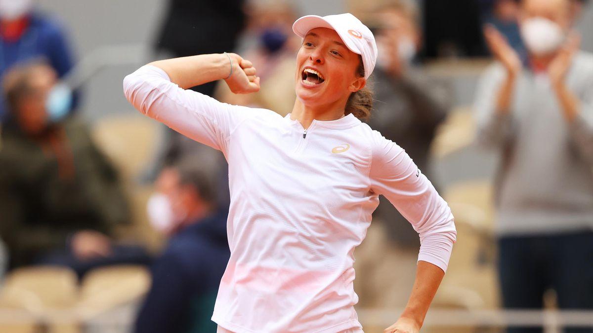 Best of 2020: Watch the moment 'superstar' Swiatek wins French Open
