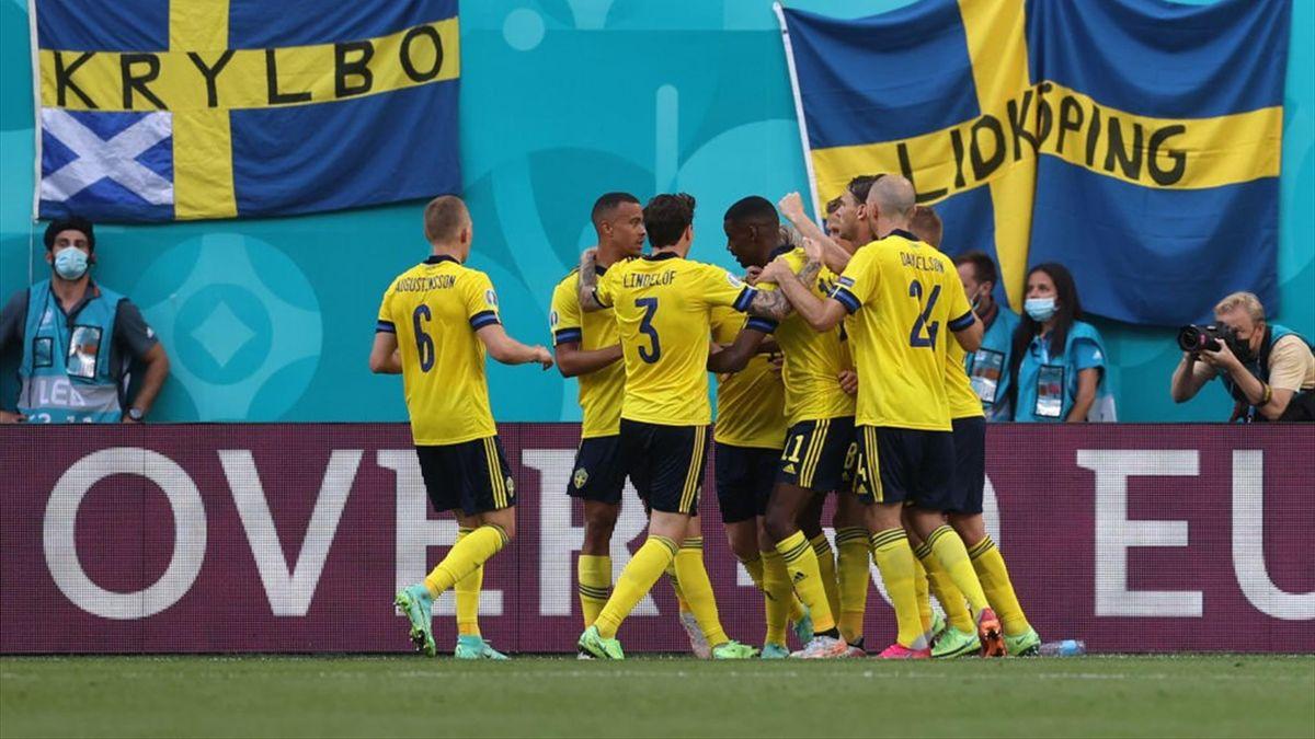 L'esultanza dei giocatori della Svezia - Svezia-Slovacchia Euro 2020