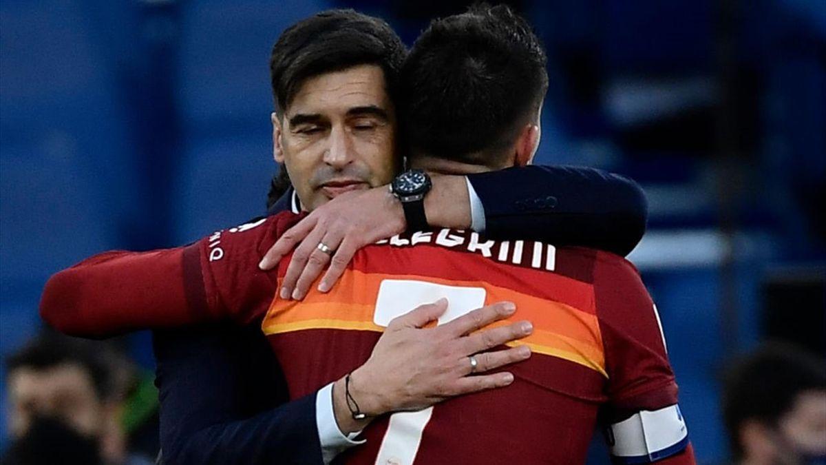 Lorenzo Pellegrini abbraccia Fonseca dopo il 4-3 - Roma-Spezia - Serie A 2020/2021 - Getty Images