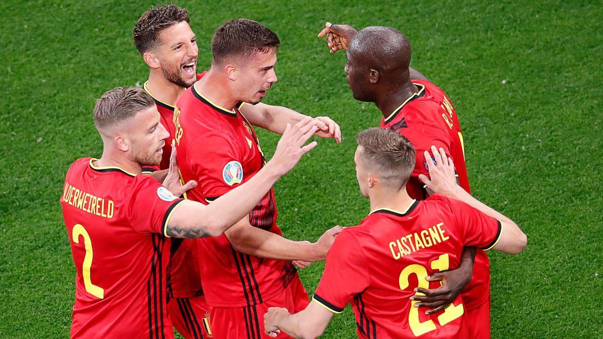 Belgium's forward Romelu Lukaku (R) celebrates with teammates after scoring his team's first goal during the UEFA EURO 2020 Group B football match between Belgium and Russia at the Saint Petersburg Stadium