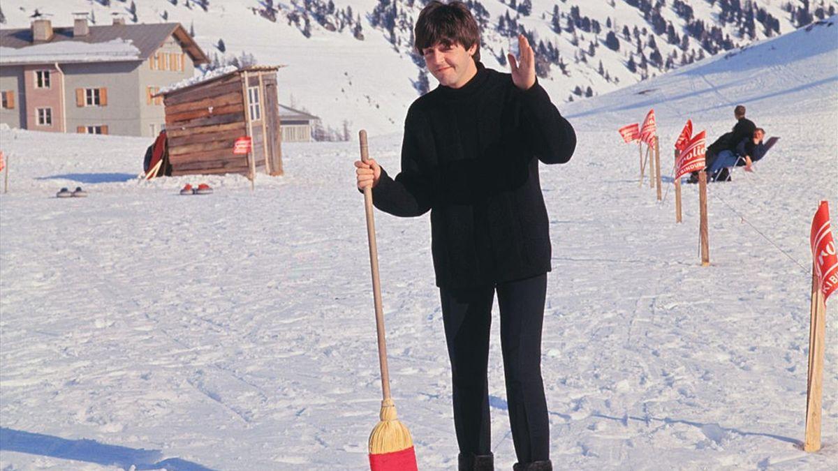 Paul McCartney alle prese col curling