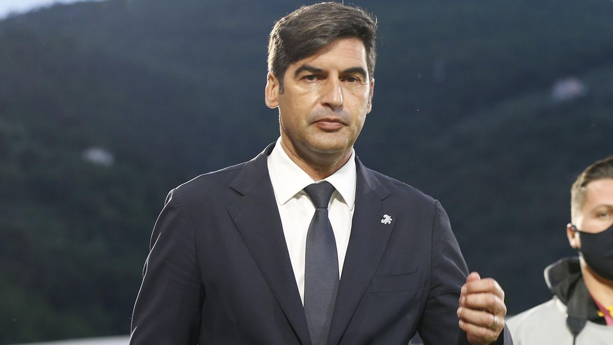 Paulo Fonseca manager of AS Roma looks on during the Serie A match between Spezia Calcio and AS Roma