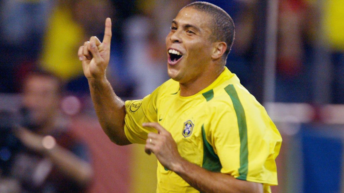 Brazilian forward Ronaldo (L) celebrates after scoring the second goal for his side during the second round match Brazil/Belgium of the 2002 FIFA World Cup in Korea and Japan, 17 June 2002 at Kobe Wing Stadium.