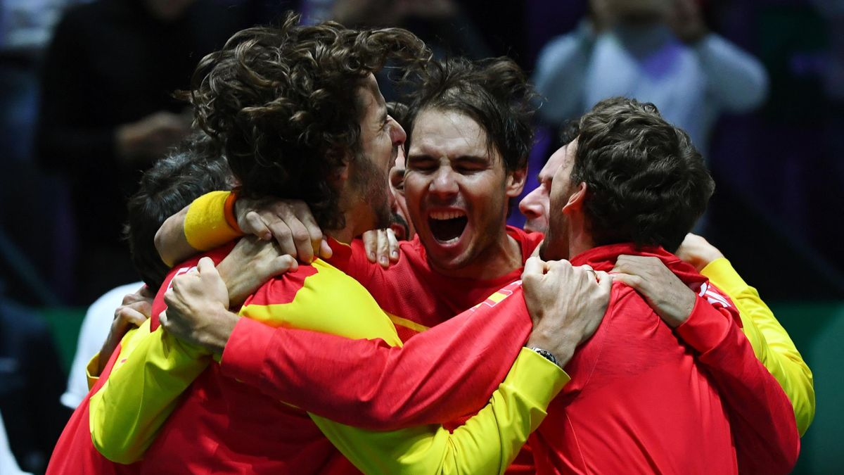 Spain's Rafael Nadal (C) celebrates with teammates after defeating Canada's Denis Shapovalov during the final singles tennis match between Canada and Spain at the Davis Cup Madrid Finals 2019 in Madrid