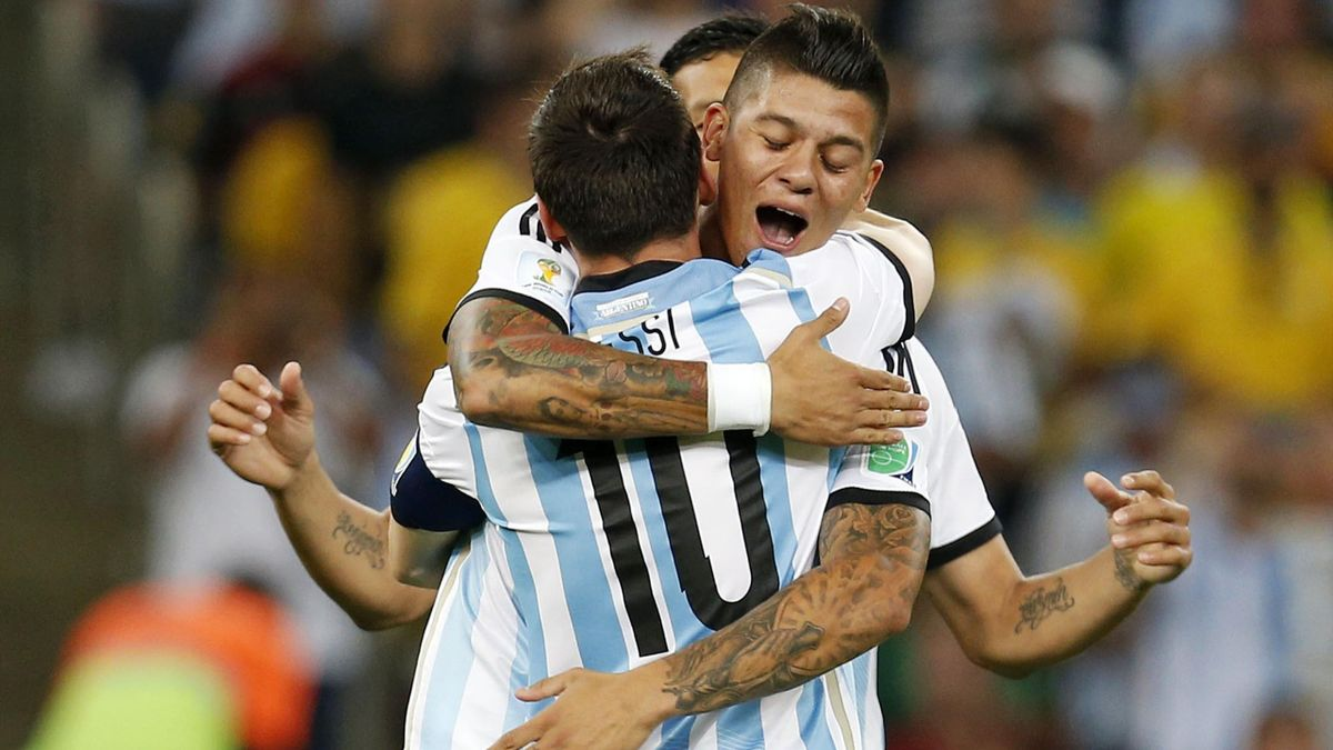 Marcos Rojo félicite Lionel Messi face au Honduras