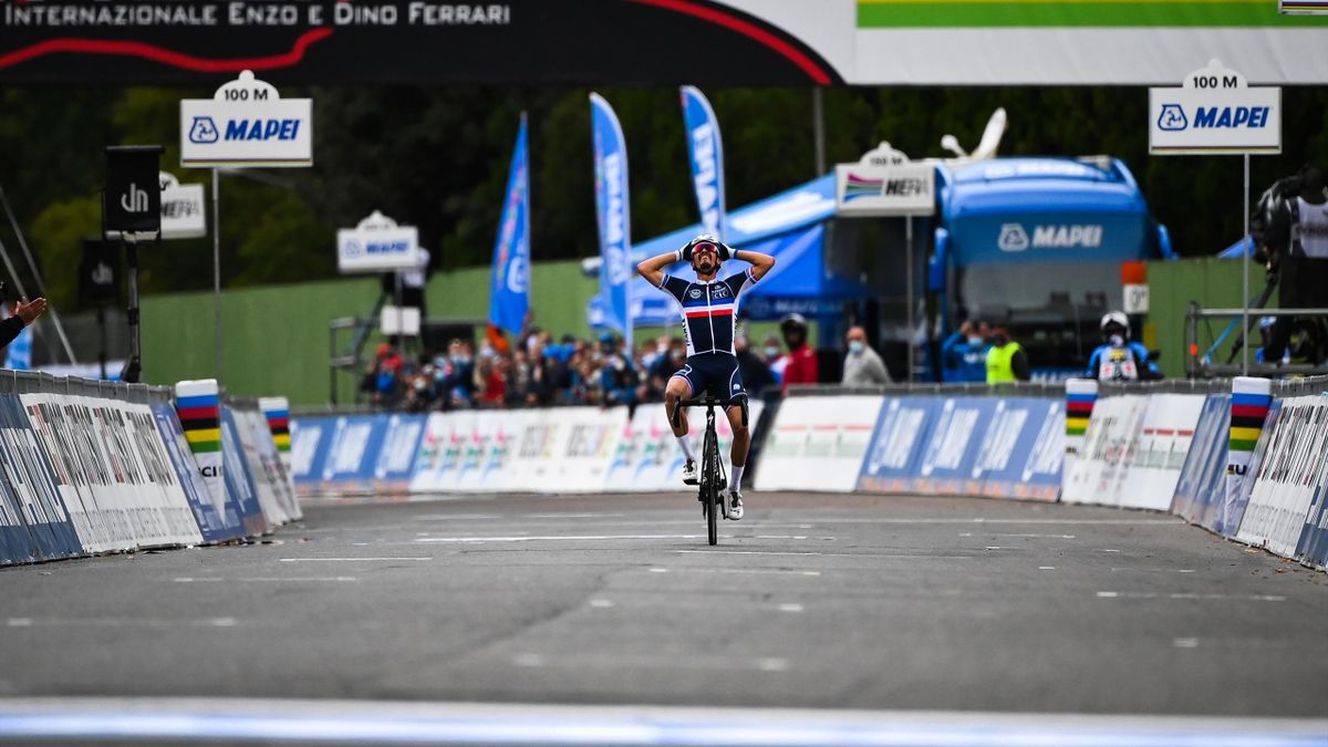 France's Julian Alaphilippe celebrates meters before crossing the finish line to win the Men's Elite Road Race, a 258.2-kilometer route around Imola, Emilia-Romagna, Italy, on September 27, 2020 as part of the UCI 2020 Road World Championships.