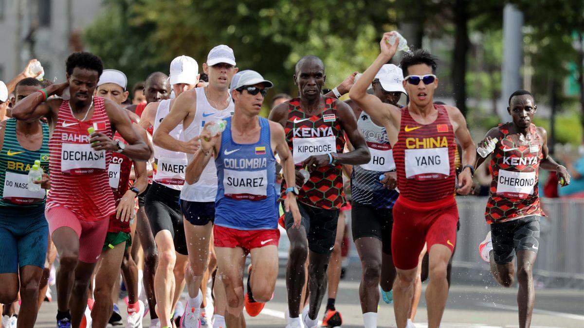 De lopers deden er alles aan om tijdens de olympische marathon een beetje af te koelen