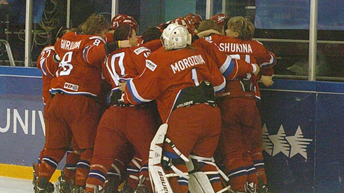 Rusia gana a Canadá y se adjudica el oro en hockey femenino