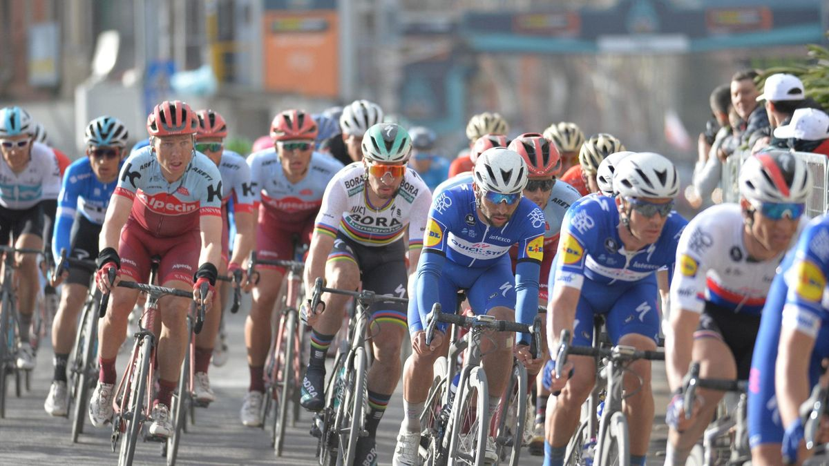 Peter Sagan trails in the wake of Quick-Step