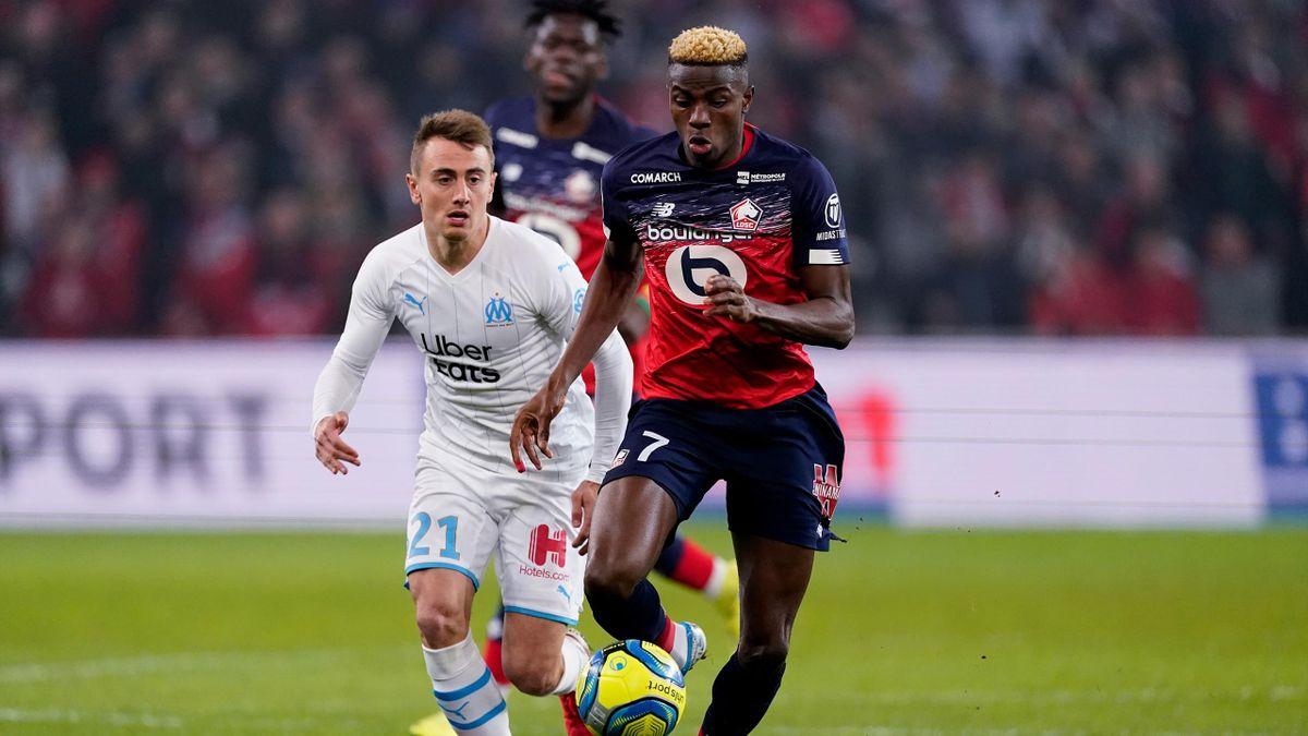 Valentin Rongier au duel avec Victor Osimhen lors de Lille-OM / Ligue 1
