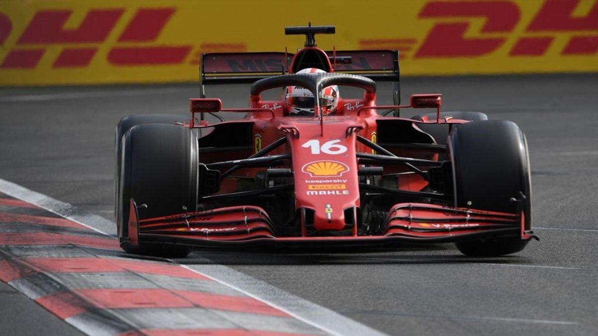 La Ferrari di Charles Leclerc durante il Gran Premio dell'Azerbaigian - Mondiale 2021 F1