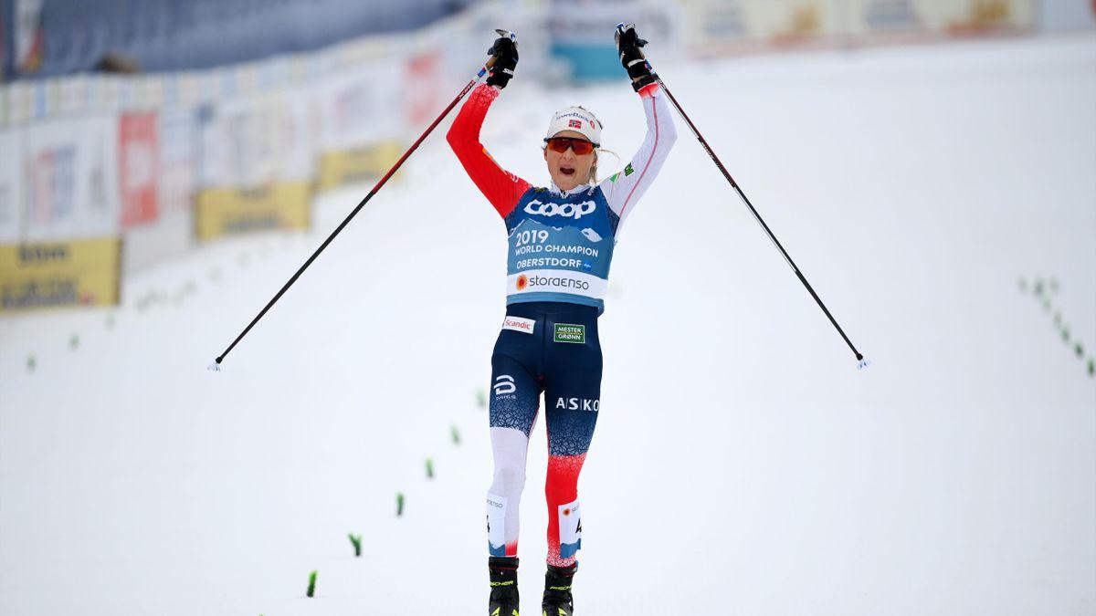 Therese Johaug jubelt über ihr WM-Gold im Skiathlon