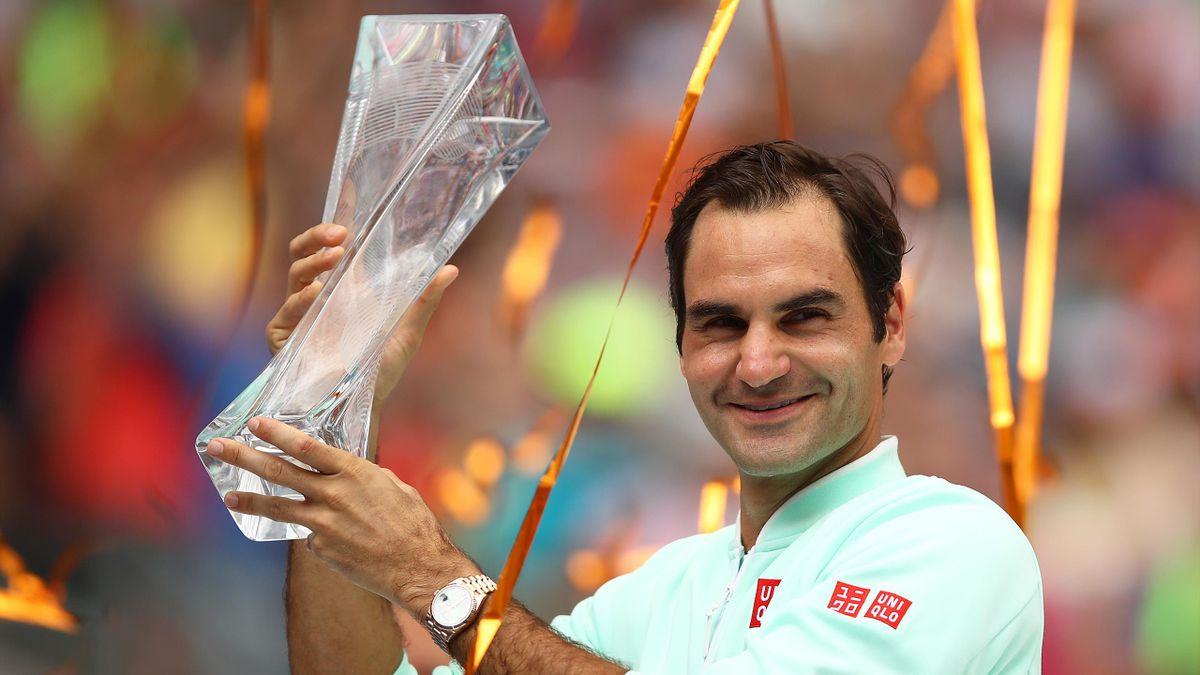 Roger Federer festeggia il titolo al Masters 1000 di Miami 2019