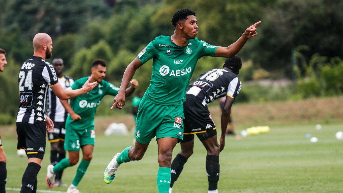 Wesley Fofana (Saint-Etienne) céluèbre son but contre Charleroi en match amical