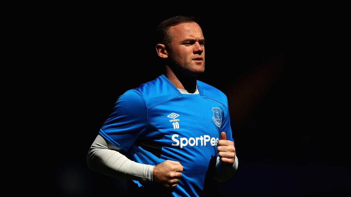 Wayne Rooney of Everton warms up