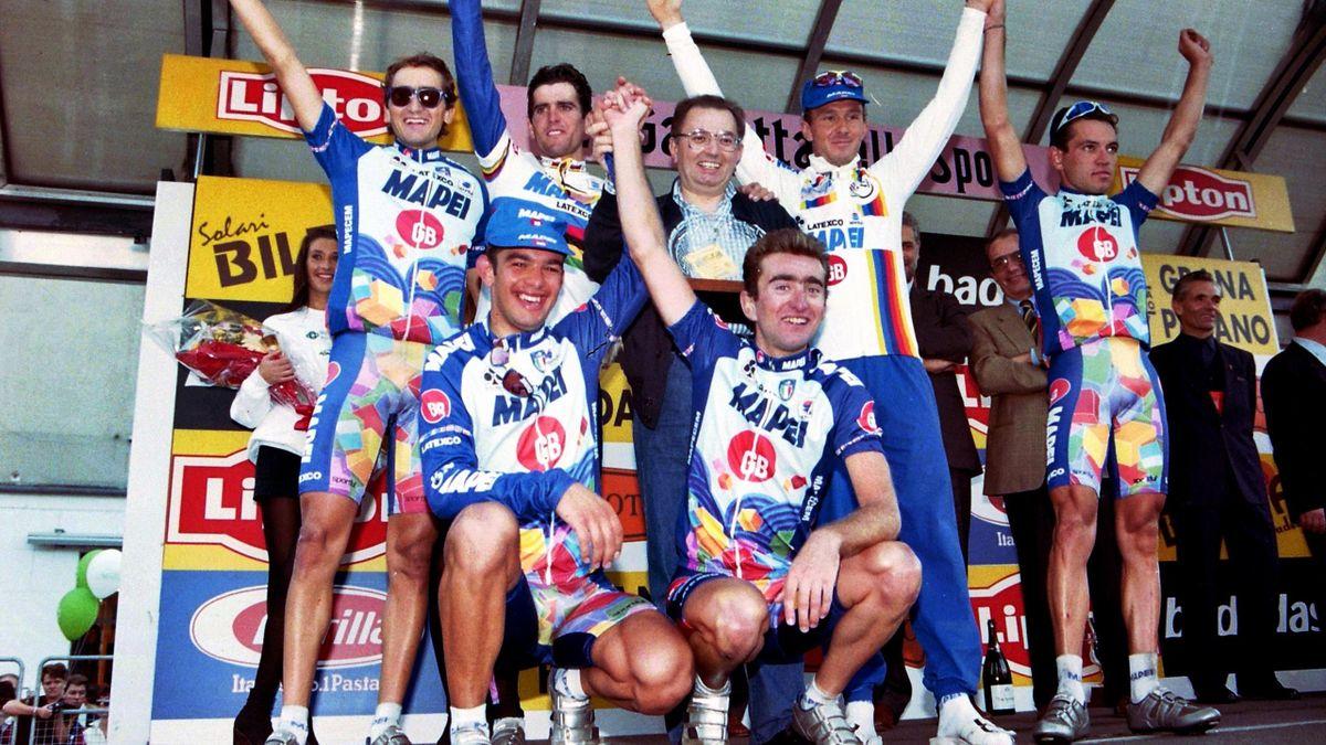 Giorgio Squinzi festeggia con Musseuw, Olano, Della Santa, Nardello, Calzolari il successo nel Giro di Lombardia 1995, Imago