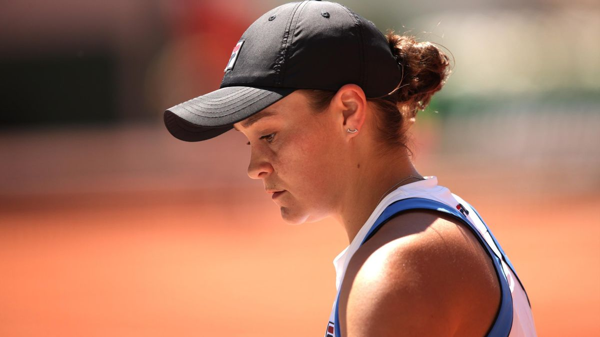 Ashleigh Barty of Australia in their ladies first round match against Bernarda Pera of The United States during day three of the 2021 French Open at Roland Garros on June 01, 2021 in Paris, France.