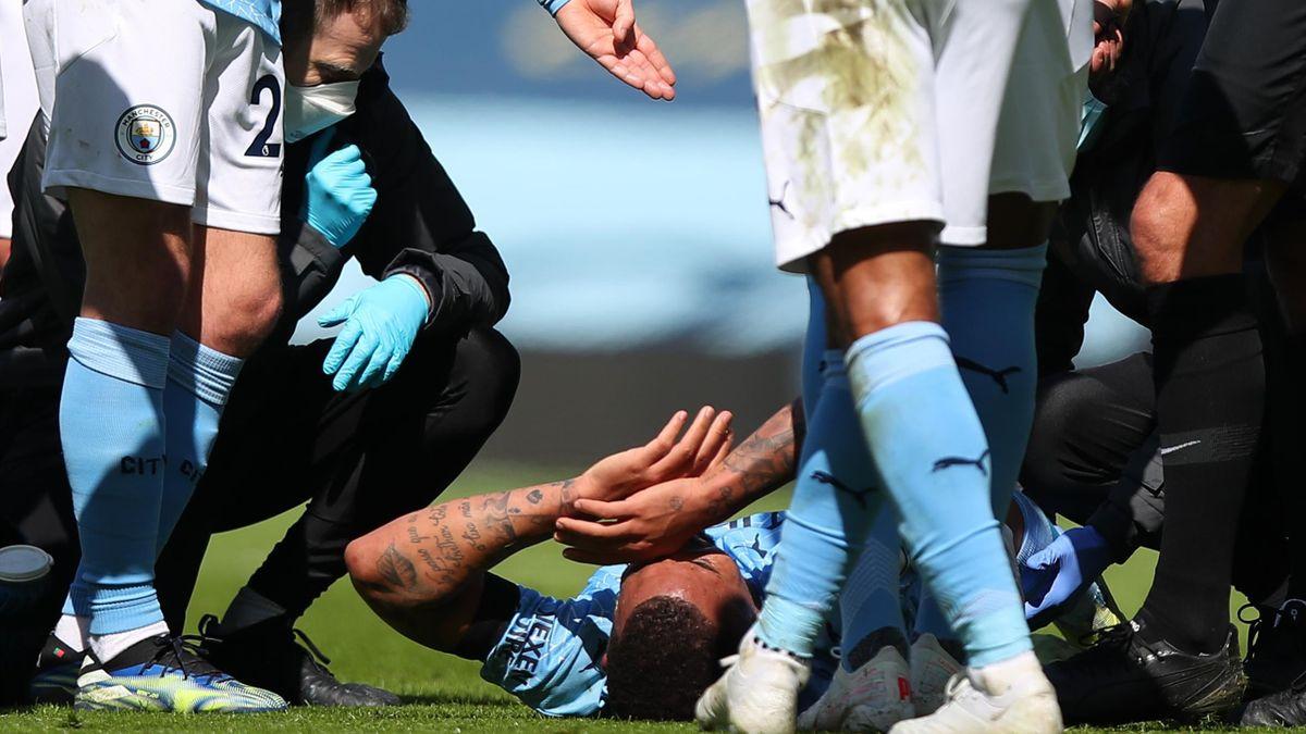 Фол против Габриэла Жезуса в матче «Манчестер Сити» – «Лидс»