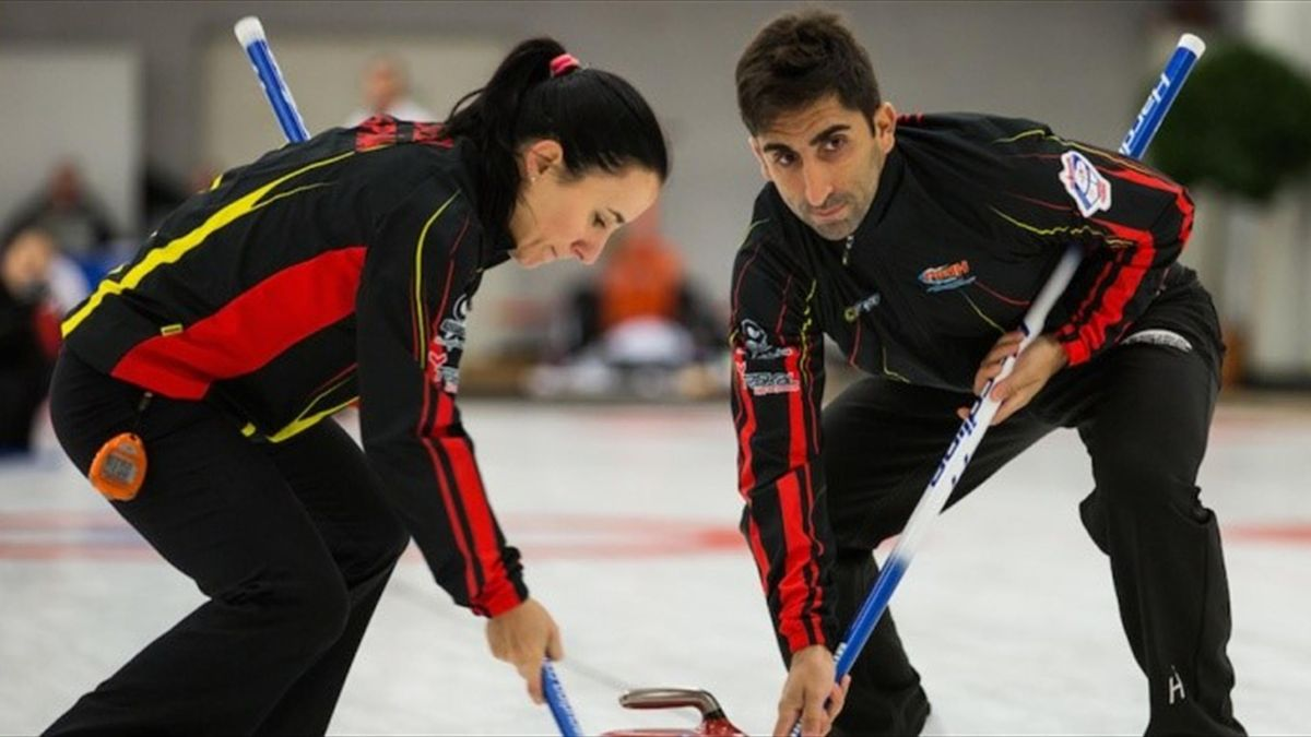 Spain's Leire Otaegi and Mikel Unanue at Mixed Doubles World Champs 2015 in Berna
