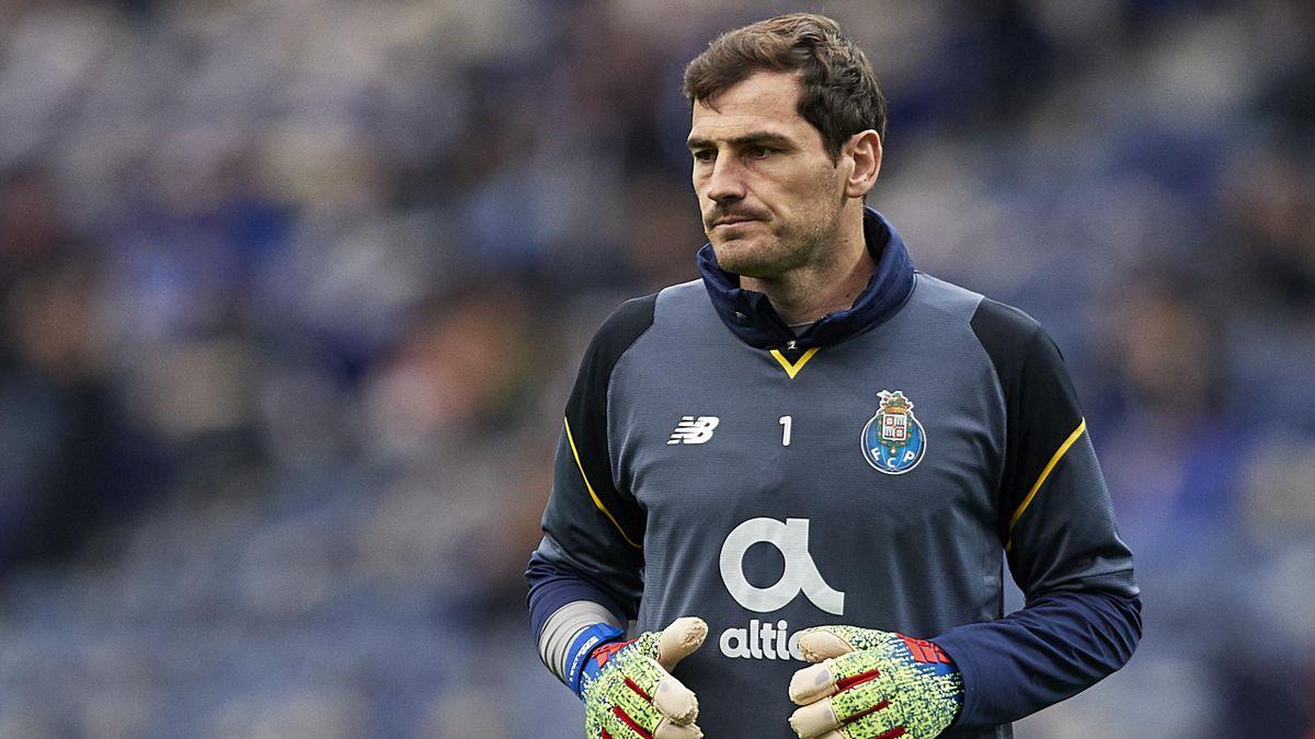 Iker Casillas en un el calentamiento de un partido con el Oporto