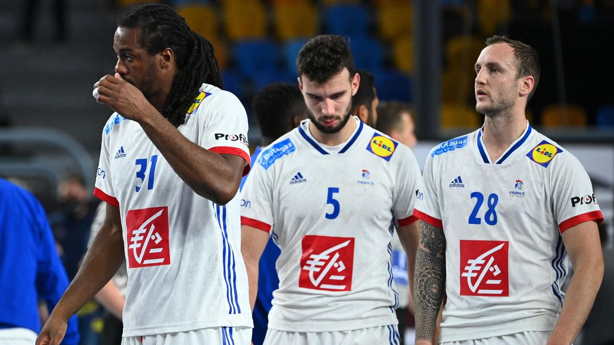 Jean-Jacques Acquevillo, Nedim Remili et Valentin Porte après la défaite de la France face à la Suède, le 29 janvier 2021, au Mondial