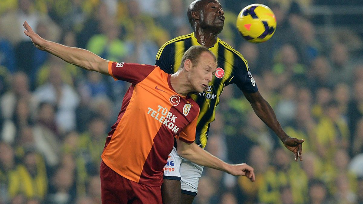 Webo, într-o partidă cu Galatasaray, când evolua pentru Fener