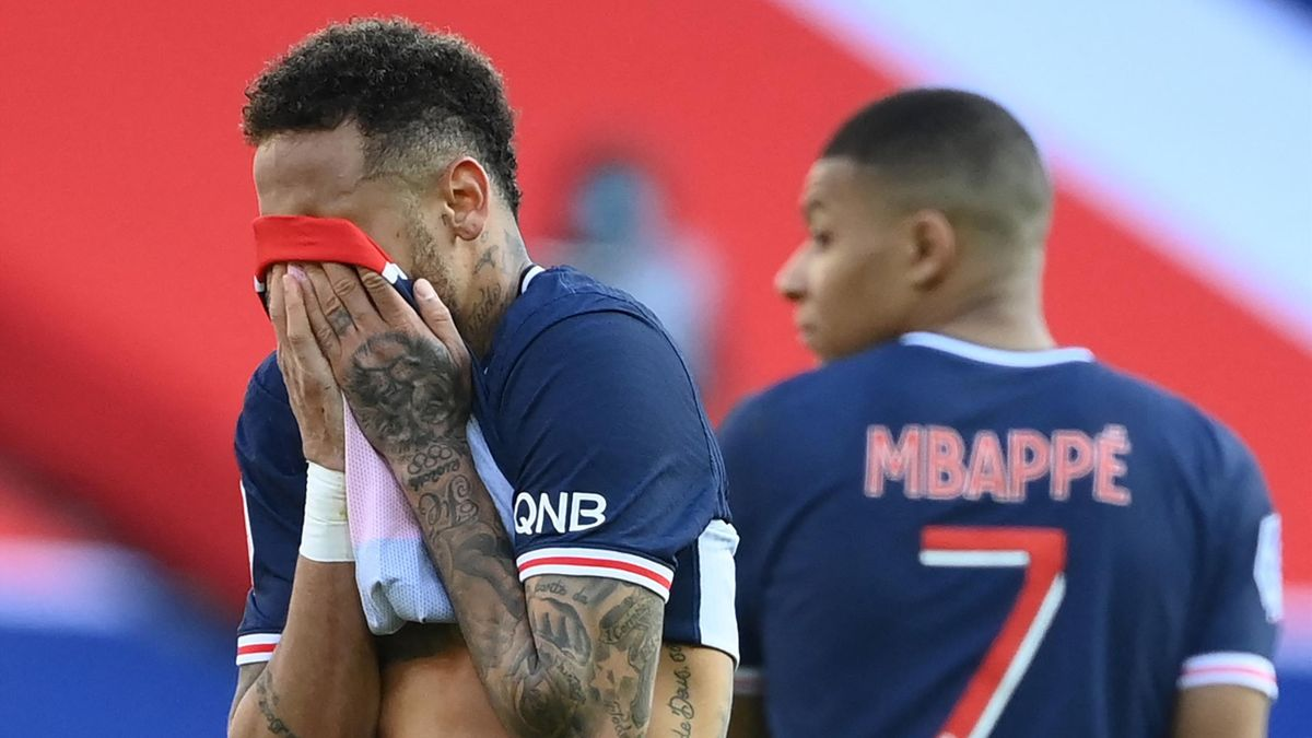 Neymar foghatja a fejét, nehéz helyzetbe hozta a PSG-t