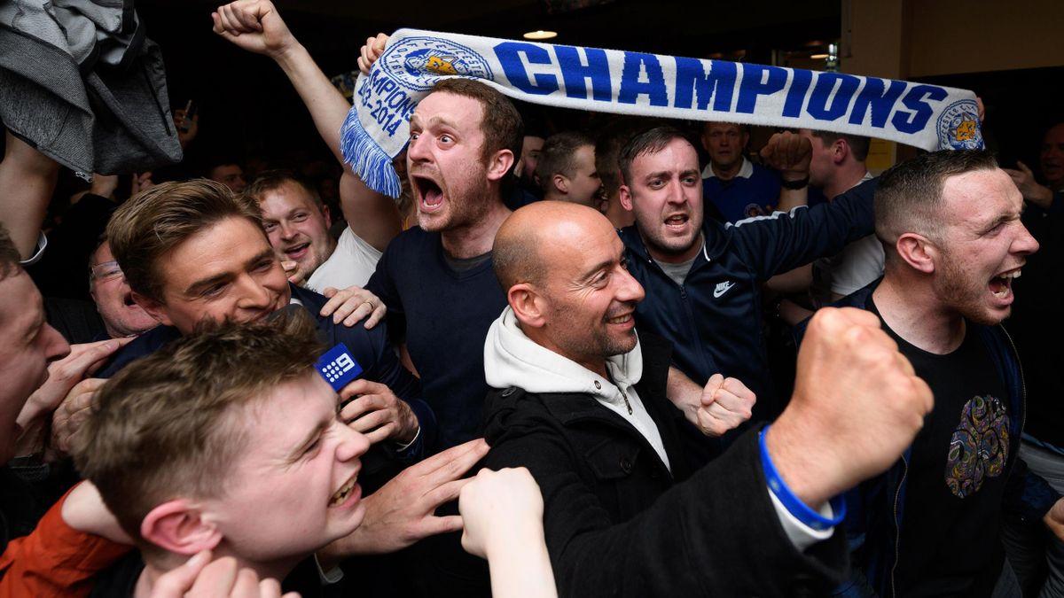 Leicester fans celebrate, Chelsea v Tottenham