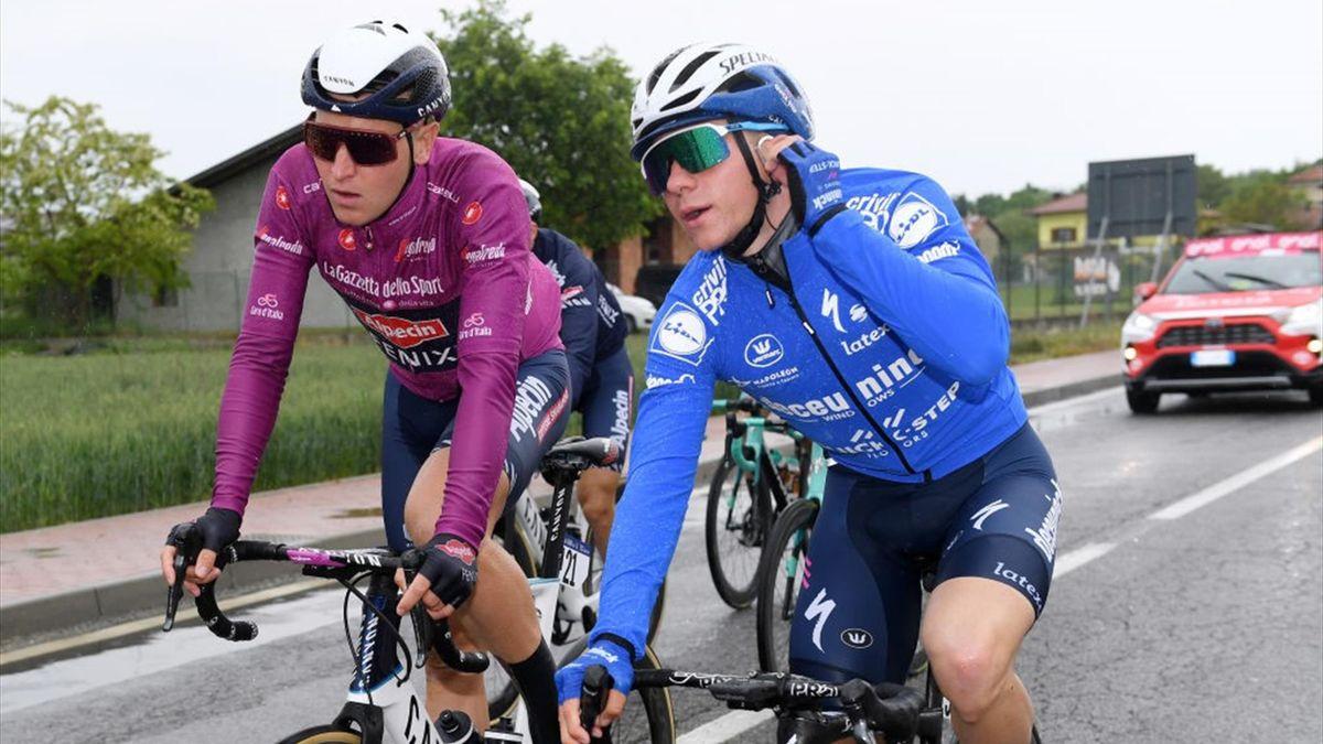 Evenepoel a colloquio con Tim Merlier durante la terza tappa - Giro d'Italia 2021 - Getty Images