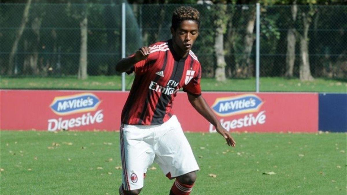 Seid Visin con la maglia del Milan - Foto Twitter AC Milan Youth Sector