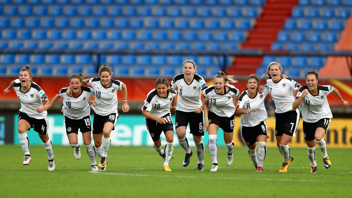 Austria celebrate victory over Spain after a peanlty shoot out after the UEFA Women's Euro 2017 Quarter Final match