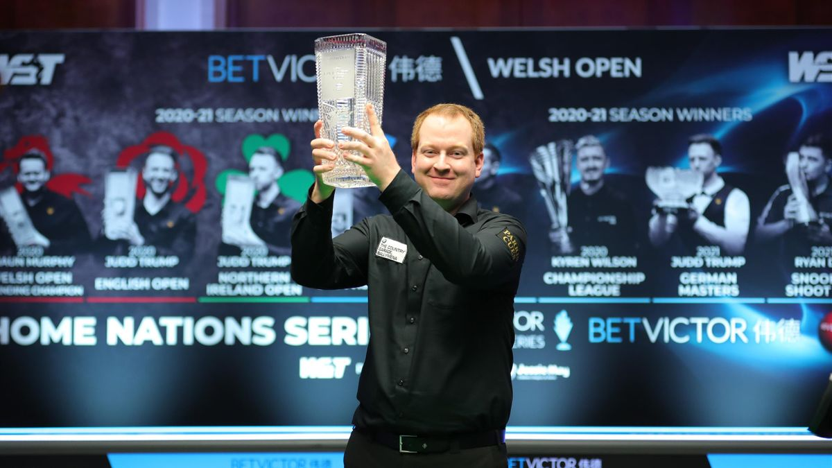 Jordan Brown celebrates with the trophy | Welsh Open