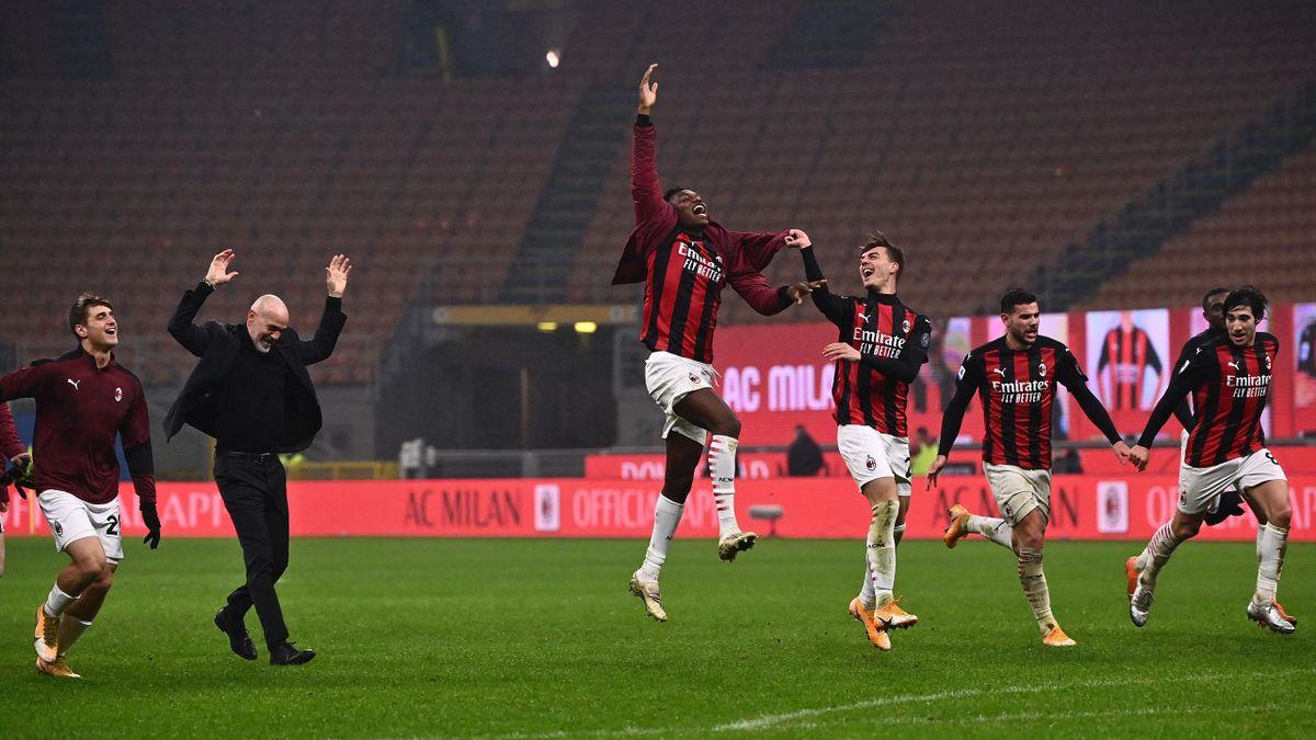 AC Milan's Italian coach Stefano Pioli (2ndL) celebrates with AC Milan's Portuguese forward Rafael Leao (C)