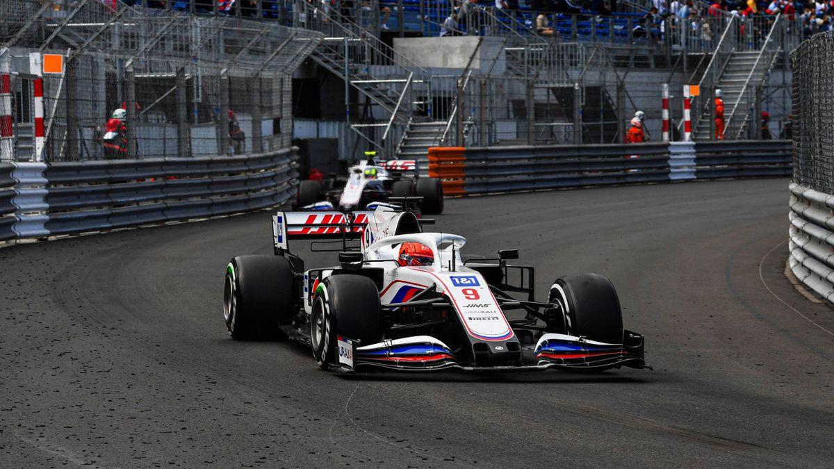 Die Haas-Piloten Nikita Mazepin (vorne) und Mick Schumacher in Monte Carlo