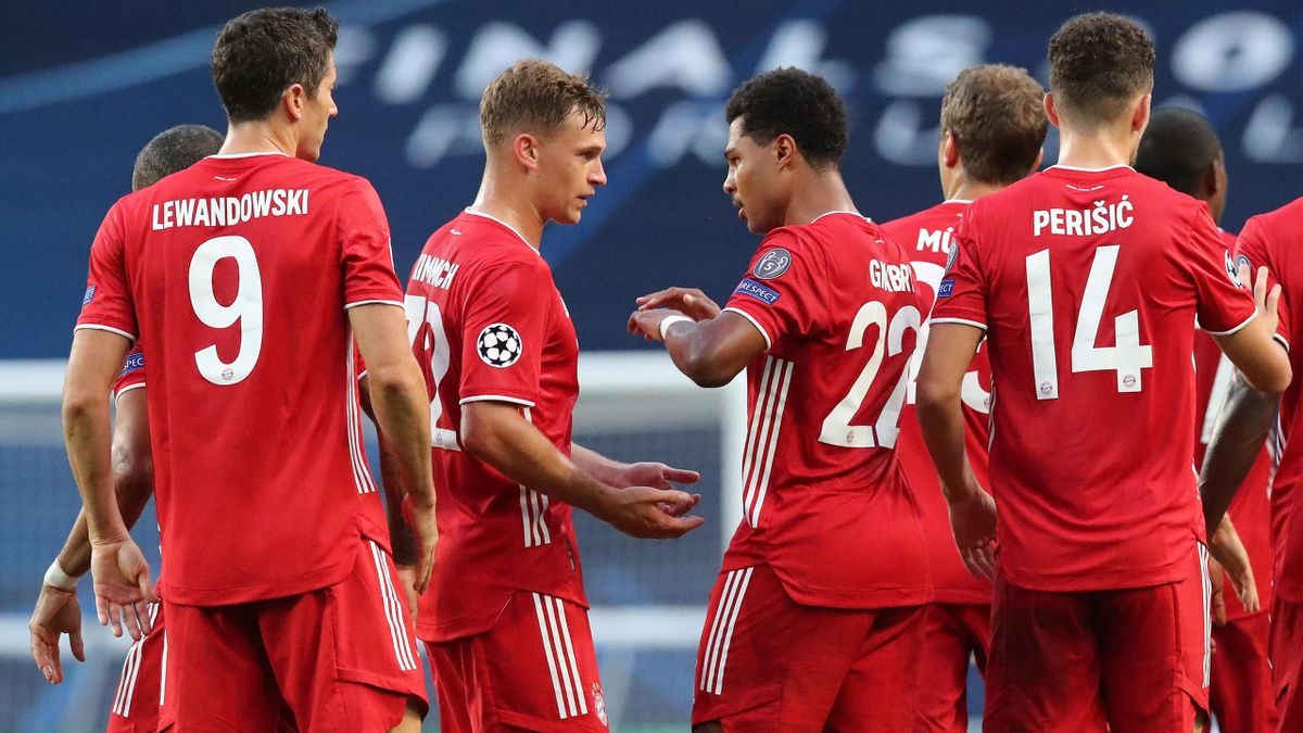 Serge Gnabry (4thL) of FC Bayern Muenchen celebrates his first goal with teammates Robert Lewandowski, Joshua Kimmich, Thomas Mueller and Ivan Perisic (L-R)