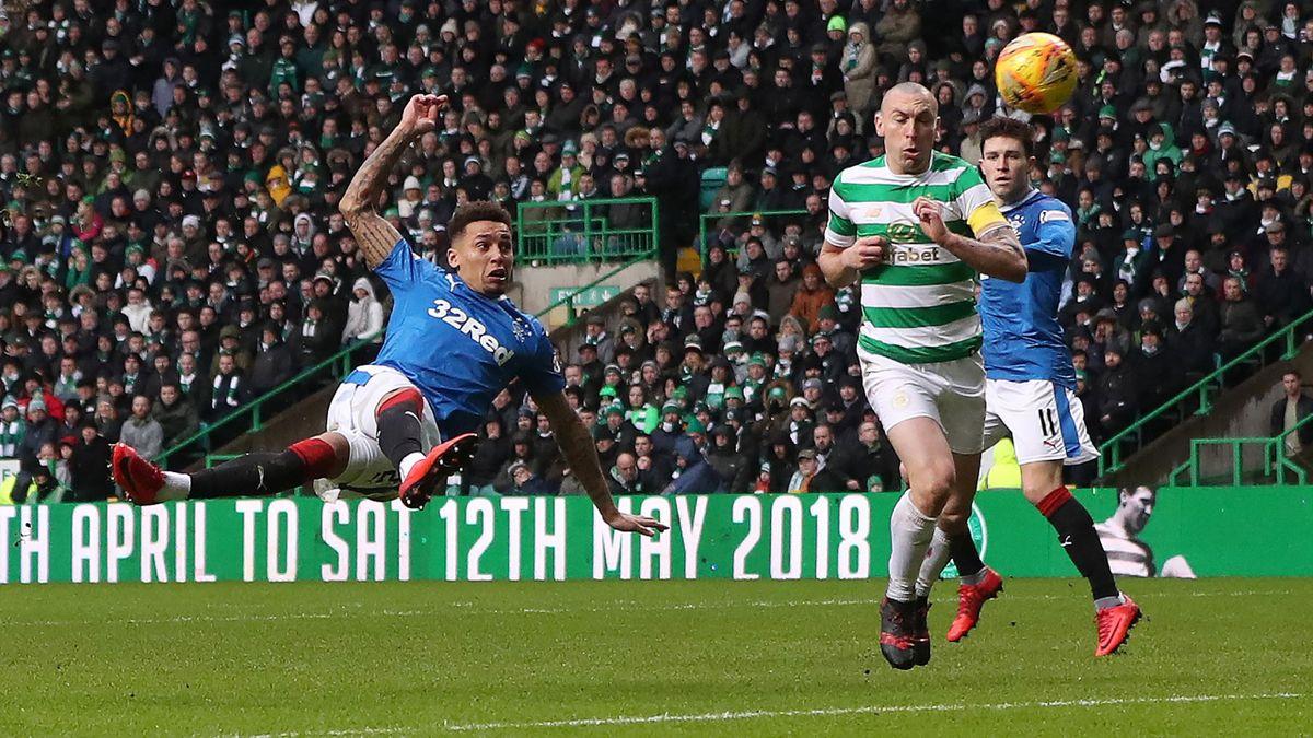 James Tavernier tente une volée acobatique lors de Celtic - Rangers, le 30 décembre 2017.