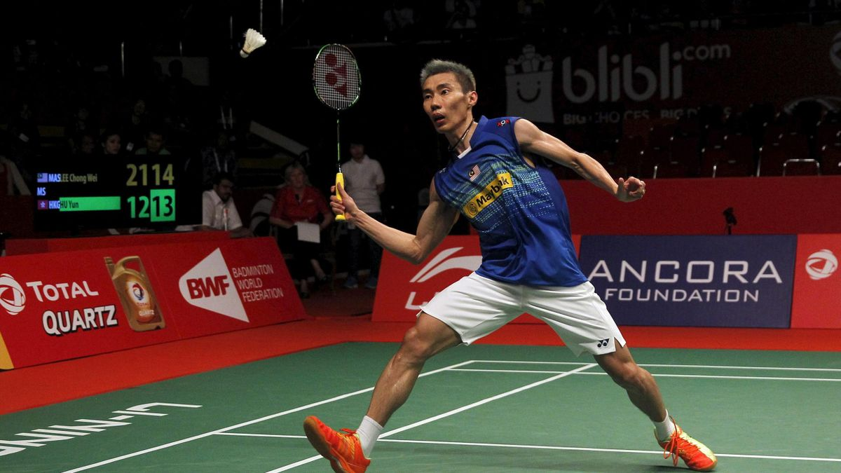 Malaysia's Lee Chong Wei returns a shot from Hong Kong's Hu Yun during their quarter-final men's singles badminton match at the BWF World Championship in Jakarta, Indonesia August 14, 2015
