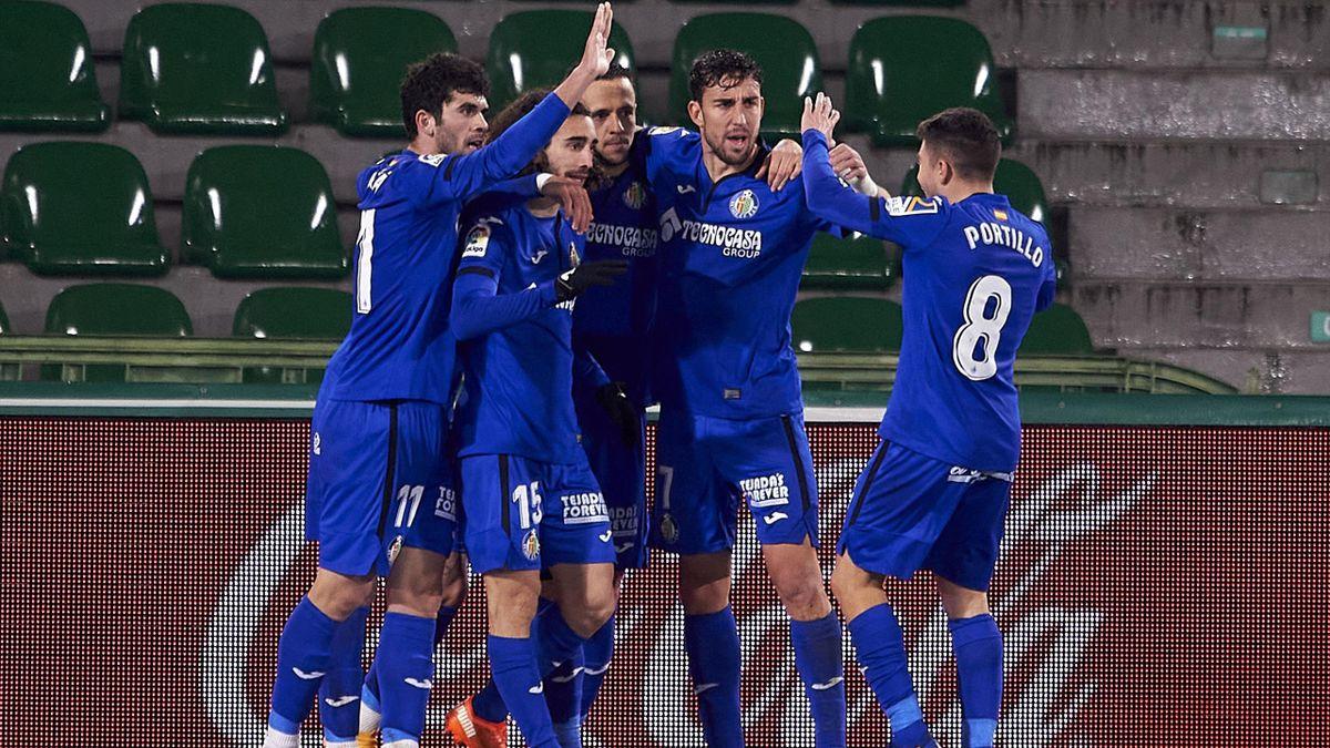 Jugadores del Getafe celebran un gol frente al Elche