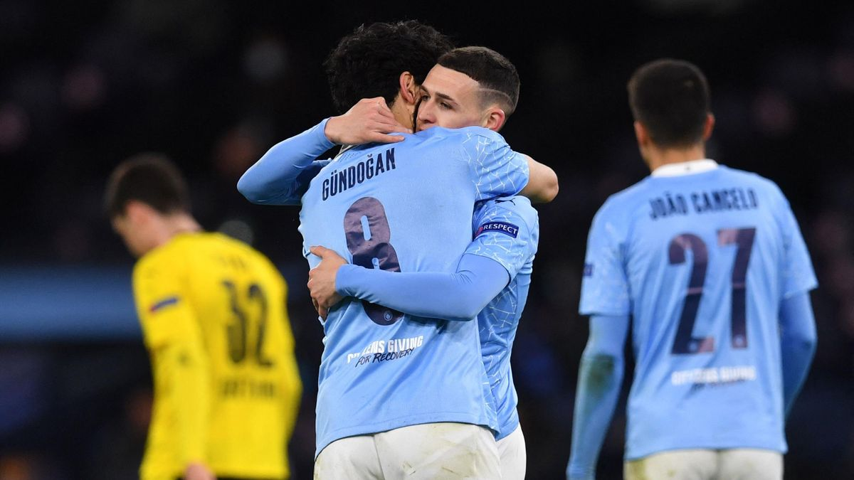 Manchester City's English midfielder Phil Foden (2R) celebrates scoring his team's second goal with Manchester City's German midfielder Ilkay Gundogan during the UEFA Champions League first leg quarter-final football match between Manchester City and Boru