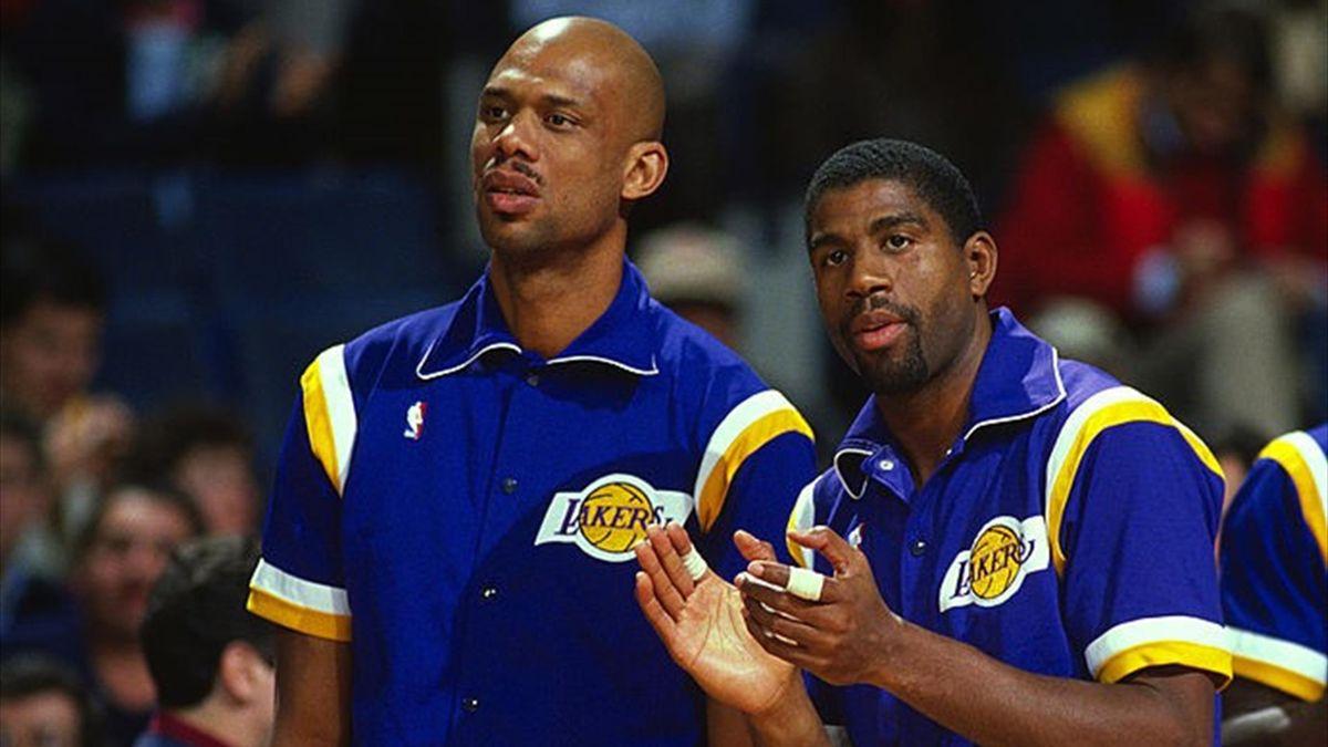Kareem Abdul-Jabbar e Magic Johnson conquistano cinque anelli giocando assieme con i Los Angeles Lakers tra il 1979 e il 1989.