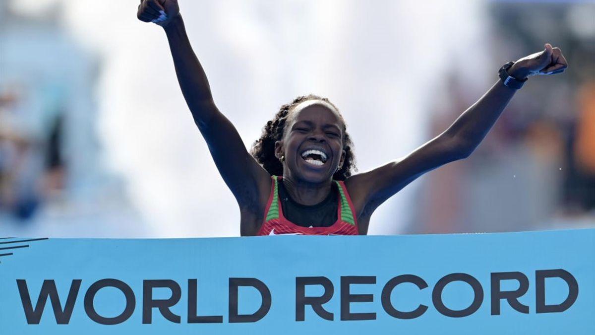 Peres Jepchirchir fa il record del mondo di mezza maratona a Gdynia (Polonia)
