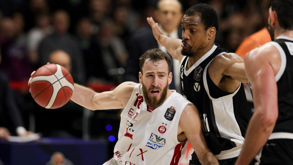 Sergio Rodriguez and Vince Hunter during the Italy Lega Basket of Serie A match between Segafredo Virtus Bologna and A|X Armani Exchange Milano at Virtus Segafredo Arena on December 29, 2019 in Bologna, Italy.