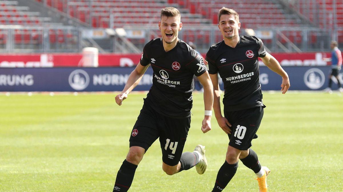 Der 1. FC Nürnberg jubelt nach dem Sieg gegen den SC Paderborn