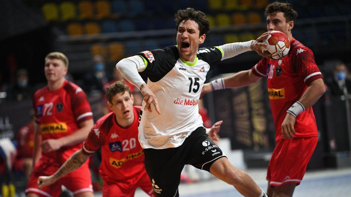 Nicolas Raemy de l'équipe suisse face à l'Autriche au championnat du monde de handball en Egypte en 2021
