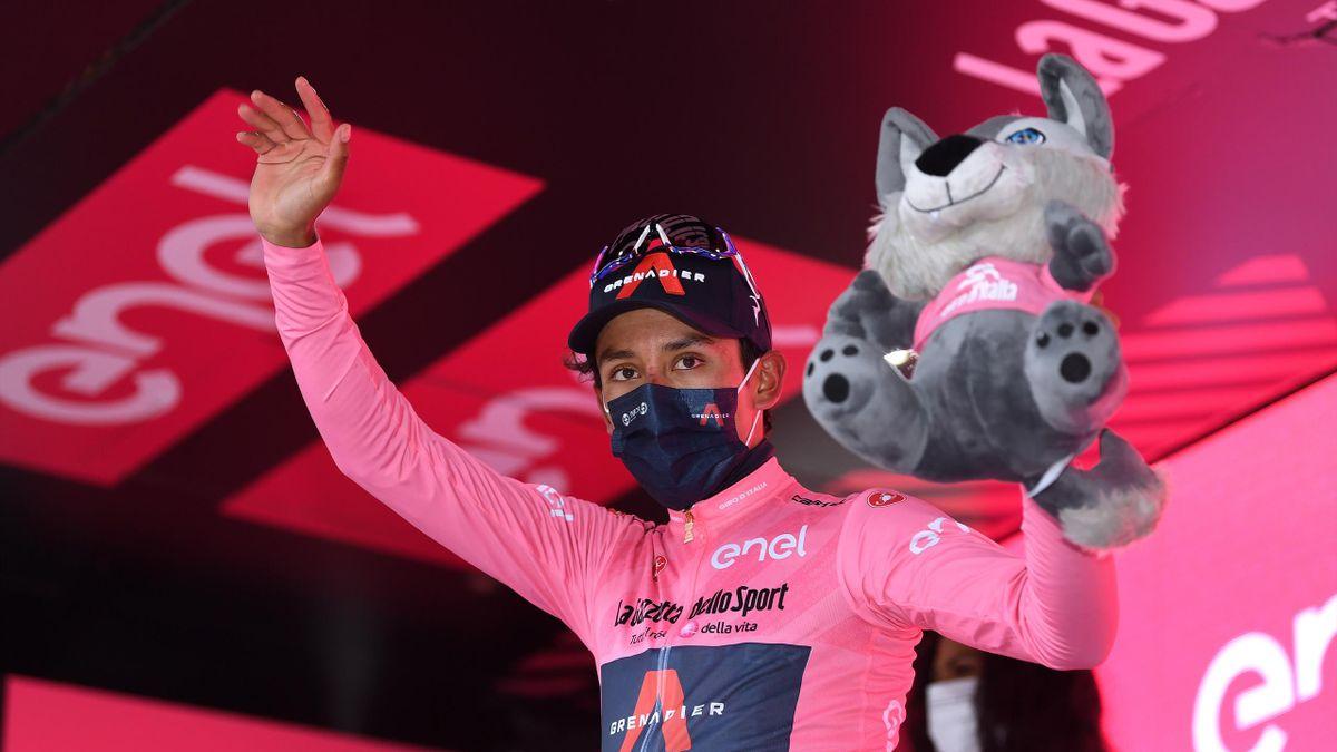 Egan Bernal im Rosa Trikot beim Giro d'Italia 2021