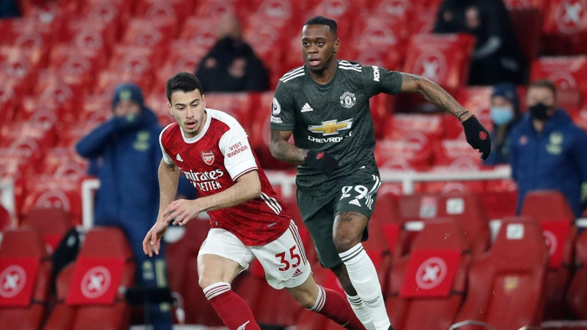 Aaron Wan-Bissaka of Manchester United is closed down by Gabriel Martinelli of Arsenal during the Premier League match between Arsenal and Manchester United at Emirates Stadium on January 30, 2021 in L