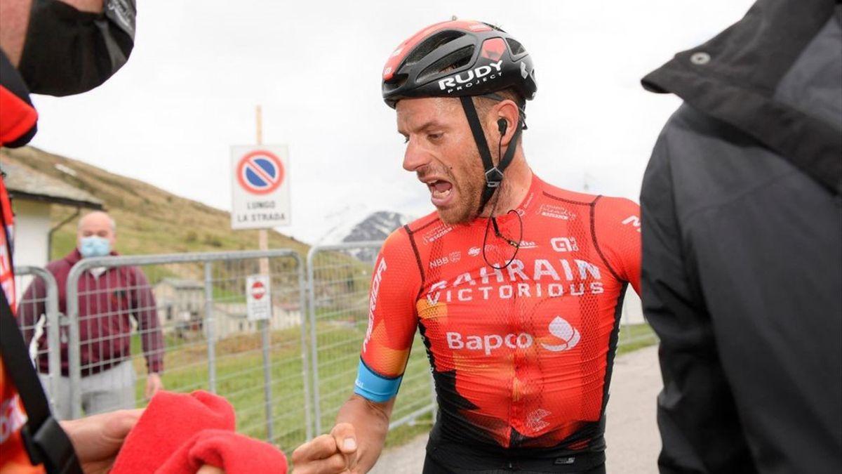 Damiano Caruso esulta dopo aver vinto a Alpe Motta - Giro d'Italia 2021