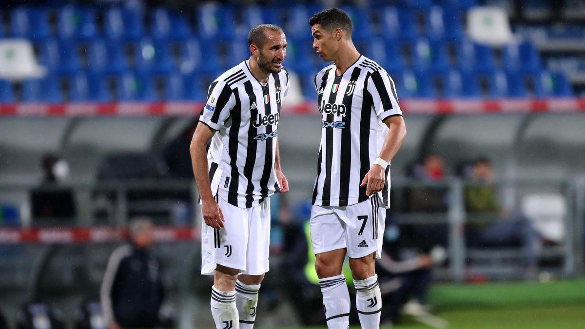 Cristiano Ronaldo (r.) und Giorgio Chiellini